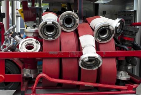 camion pompier: lances à incendie sur un camion de pompiers Banque d'images