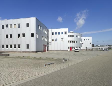 bedrijfshal: modern industrieel gebouw met ruimte voor diverse bedrijven en kantoren