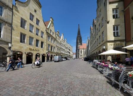 oude monumentale gevels aan de beroemde Prinzipalmarkt in Munster. Na zijn grotendeels verwoest tijdens de Tweede Wereldoorlog, werd de Prinzipalmarkt gereconstrueerd 1947/58, de meeste gebouwen trouw aan het origineel. Redactioneel