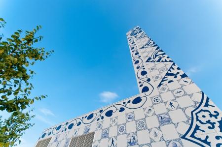 architectonic: het opwekken van warmte met een moderne architectonische fabriek in Enschede, Nederland Stockfoto