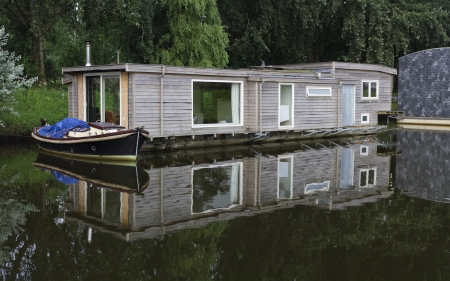 luxury houseboats in a canal in Zwolle, netherlands Stock Photo - 16781788