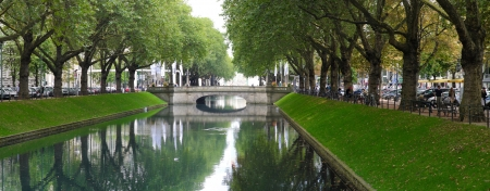 Canal along the famous konigsallee in Dusseldorf, Germany Stock Photo - 17055772