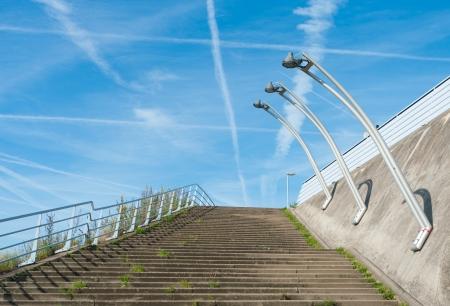 escalera exterior con postes de luz contra un cielo azul photo