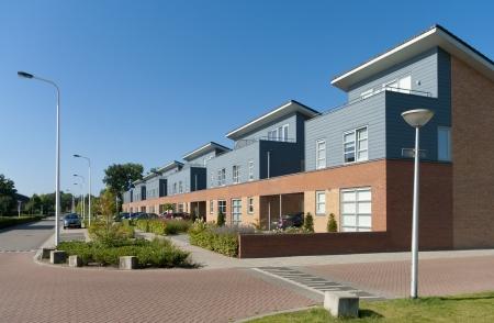 Nueva construcción modernos chalets en Oldenzaal, Países Bajos Foto de archivo - 17524400