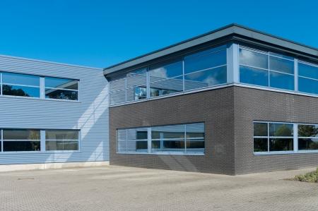 Exterior moderna de un edificio industrial Foto de archivo - 17678853