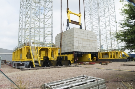 loads: large industrial hydraulic gantry lift for heavy loads Stock Photo