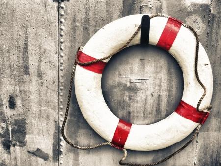 Boya de vida unido a una pared de metal en un barco Foto de archivo - 24721656