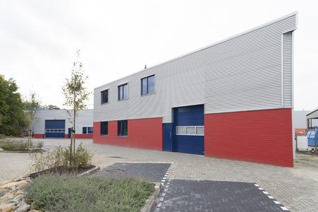 Exterior moderna de un edificio industrial Foto de archivo - 25270270