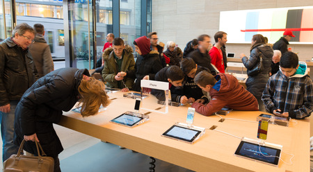 ibook: Official apple store in dusseldorf, germany. Its one of the 13 stores in the country, situated at the famous Koenigsallee
