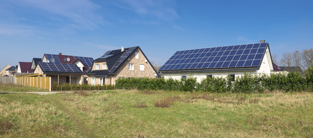 modern houses with solar panels on its roof Standard-Bild
