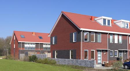 blokken van nieuwe rijtjeshuizen in de Nederland