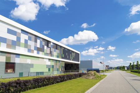 edificio industrial: exterior de un edificio industrial moderno