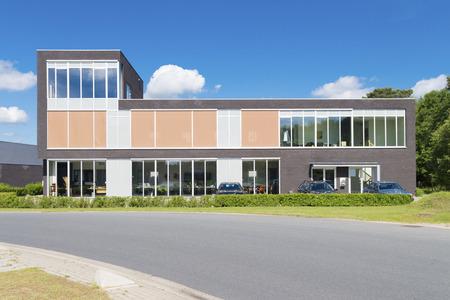 exterior de un edificio moderno oficina pequeña