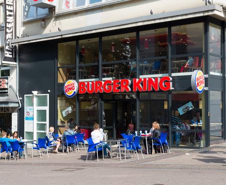 abbreviated: l'esterno di un ristorante Burger King in Essen, in Germania. Burger King (spesso abbreviato in BK) � una catena internazionale di fast food, che vende soprattutto hamburger, patatine, snack vari e bevande analcoliche. Editoriali