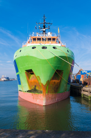 tonnes: Fairmount glacier tug in the Rotterdam port. These ships are powerfull long distance ocean going anchor handling tugs. With 205 tonnes bollard pull, these tugs are designed to handle the heaviest and most difficult assignments in total safety.