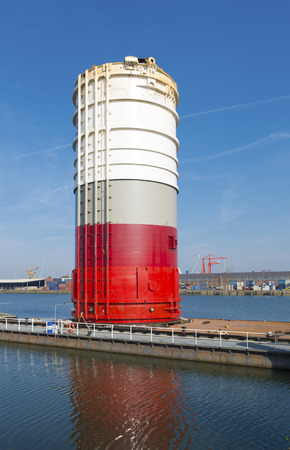 onshore: hydraulic piling hammer, for onshore and offshore use, in the rotterdam port