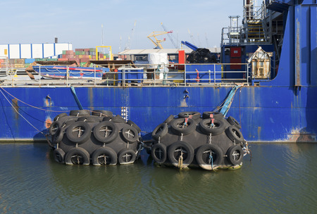 cushioning: shock absorbtion for ship in the rotterdam port
