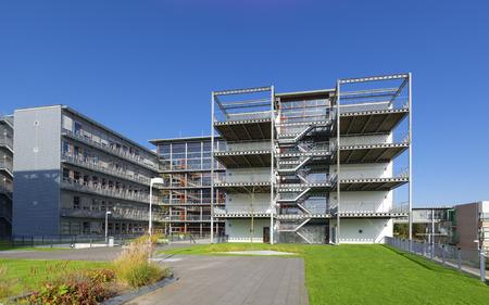 Edificio de la escuela moderna exterior en Zwolle, países bajos Foto de archivo - 39325834