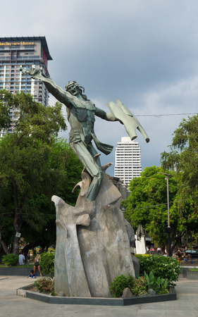 rajah: MANILA, PHILIPPINES - JUNE 7, 2015: Statue of Rajah Sulayman in the Rajah Sulayman park. He was the ruler of the Kingdom of Maynila, a pre-Hispanic state of the current manila