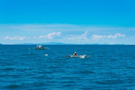 pescador: pescadores de peque�as embarcaciones en las Filipinas Foto de archivo