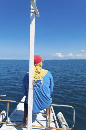 philippino: DONSOL, PHILIPPINES - MAY 30, 2015: Unknown whale spotter on a bangka leading tourists to the famous whale sharks of Donsol