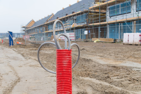 kunststoff rohr: red plastic pipe with electricity cables on a construction site Lizenzfreie Bilder
