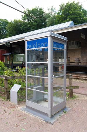 cabina telefonica: cabina telef�nica holandesa vieja