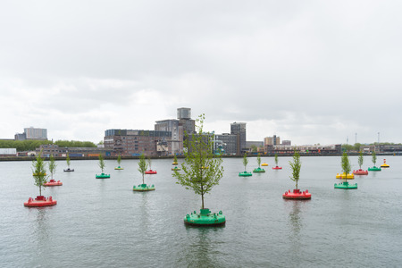 projekt: ROTTERDAM, NETHERLANDS - MAY 14, 2016: Small elm trees on re-used buoys in the rotterdam Rhine harbor. It is a concept of Jeroen Everaert, founder of Mothership, based on the artwork 'In Search of Habitus' by artist Jorge Bakker.