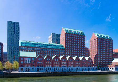 ROTTERDAM, PAYS-BAS - 6 MAI 2017: Architecture résidentielle moderne le long du Spoorweghaven (port de chemin de fer)