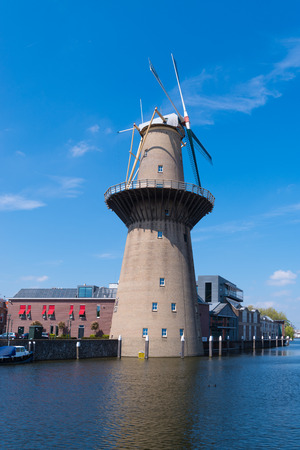SCHIEDAM, NETHERLANDS - MAY 6, 2017: The Nolet mill, the highest windmill of the world. It generates electricity for the adjacent distillery Banco de Imagens - 107696076