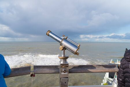 coin operated observation binocular at the Dutch north sea coast Banque d'images