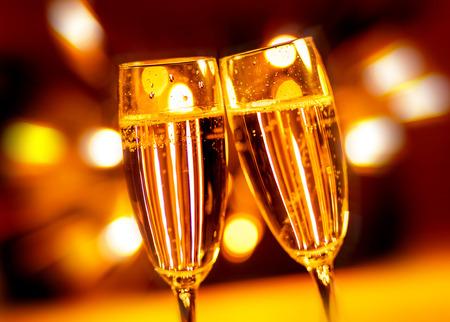 brindisi spumante: Una festa brindando con champagne