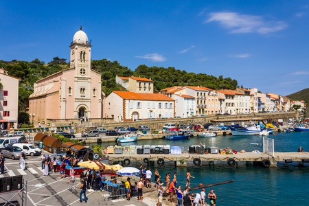 PORT-VENDRES, FRANCE - JUNE 26 2016: Habitants and tourists enjoying summer activities in the Mediterranean town of Port-Vendres, France Banco de Imagens