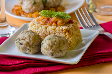 carne picada: Chicken meatballs served with couscous