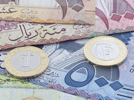 Saudi Riyal 500, 100 & 10 Banknotes and New Coin showing King Salman of Saudi Arabia
