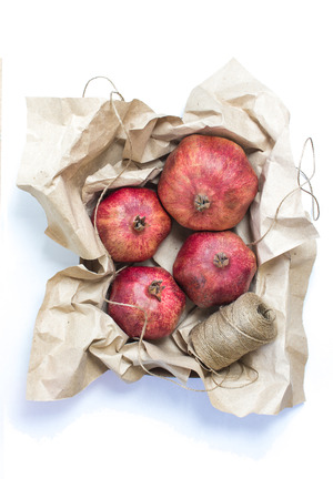 paper craft: Caja con fruta envuelta en papel artesanal