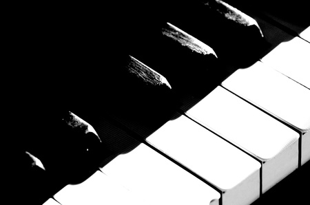 Black and white piano keys Imagens