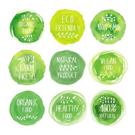 Productos ecológicos colección de iconos de acuarela verde. Etiquetas de embalaje para productos saludables vegetarianos naturales. Pintura dibujada a mano. Etiqueta de la muestra, conjunto de emblemas con textura. Plantilla de diseño orgánico. Ilustración de vector