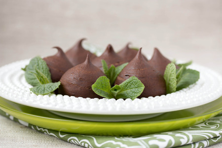 Profiteroles au chocolat avec chalet photo Horizontal Banque d'images