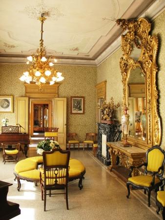 classic: Interior de villa Monastero. Lago de Como, Italia