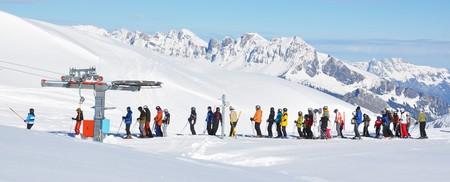 piste: Queue at the ski lift