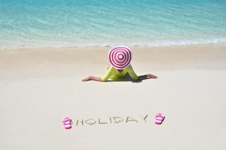 Girl Entspannung am Strand von Exuma, Bahamas Lizenzfreie Bilder