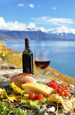 Red wine, chees, bread and cherry tomatos  Lavaux, Switzerland Standard-Bild