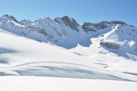 ski traces: Footsteps on the snow. Melchsee-Frutt, Switzerland Stock Photo