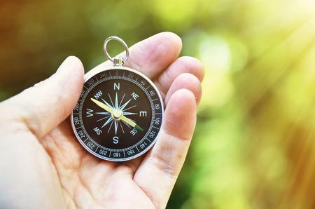 Kompass in der Hand Lizenzfreie Bilder