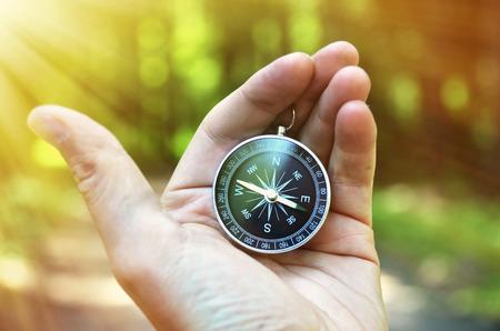 brujula: Br�jula en la mano