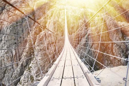 Trift Bridge, de langste 170m voor voetgangers alleen hangbrug in de Alpen. Zwitserland