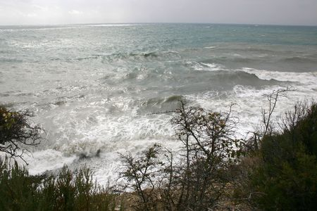 breakage: Rotura de mar navegar en cielo de aerosol de Costa de nubes de onda  Foto de archivo