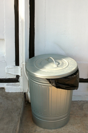 鋼垃圾桶黑色塑料