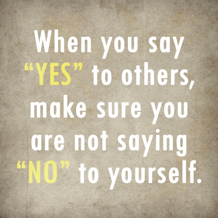 Inspirierend Zitat Worten von Paulo Coelho auf altem Papier Hintergrund Standard-Bild - 23017698